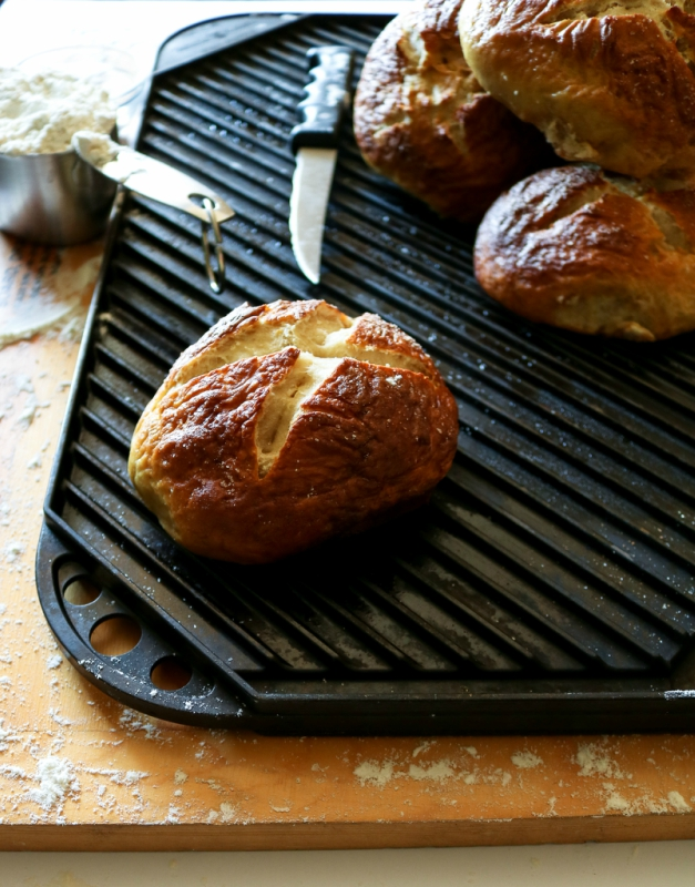 Homemade Vegan Soft Pretzel Buns! These soft pretzel buns add a great twist to veggie burgers and other sandwiches. They also make killer bread bowls for allll your winter soups! #vegan // plantpowercouple.com