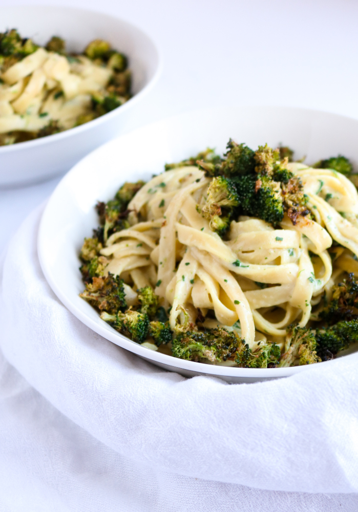 Make this easy vegan creamy broccoli pasta for dinner tonight! It's healthy, comforting, and requires ZERO cashew-soaking time. Blend, heat, and pour over pasta! #vegan #pasta #broccoli #veganrecipe // plantpowercouple.com