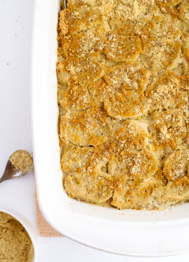 Make these easy vegan au gratin potatoes for your holiday table, and they definitely won't disappoint! My family loves them even more than the au gratin potatoes my mom used to make. :) #potatoes #vegan #dairyfree #glutenfree #veganrecipes // plantpowercouple.com