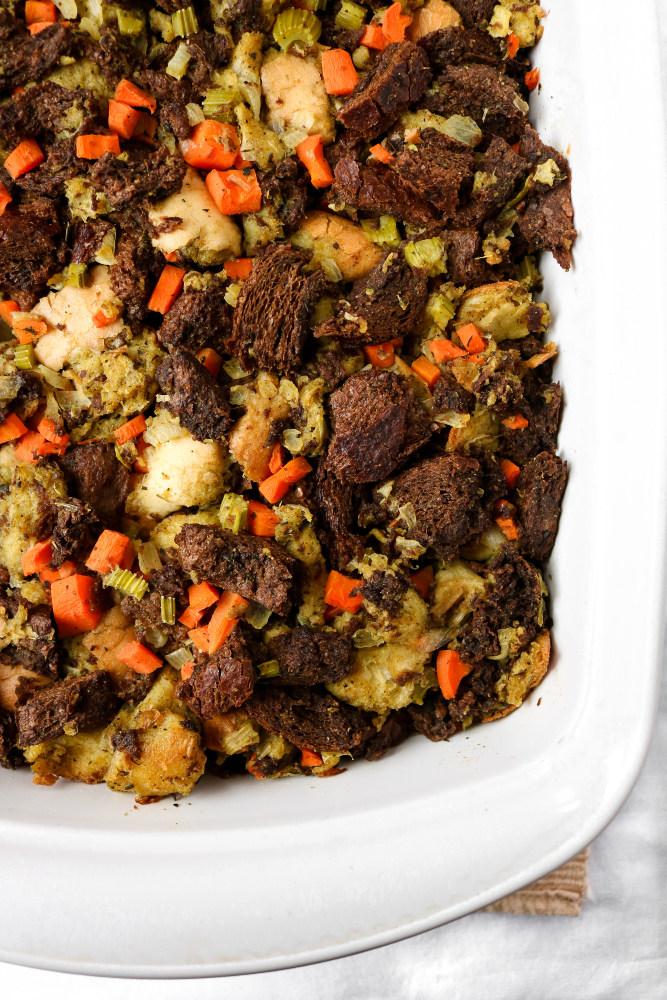 This traditional bread stuffing will be the most comforting side dish on your holiday table. It's easy to make with very few ingredients. It's a great vegan Thanksgiving recipe! // plantpowercouple.com #vegan #vegetarian #thanksgiving #stuffing #recipe