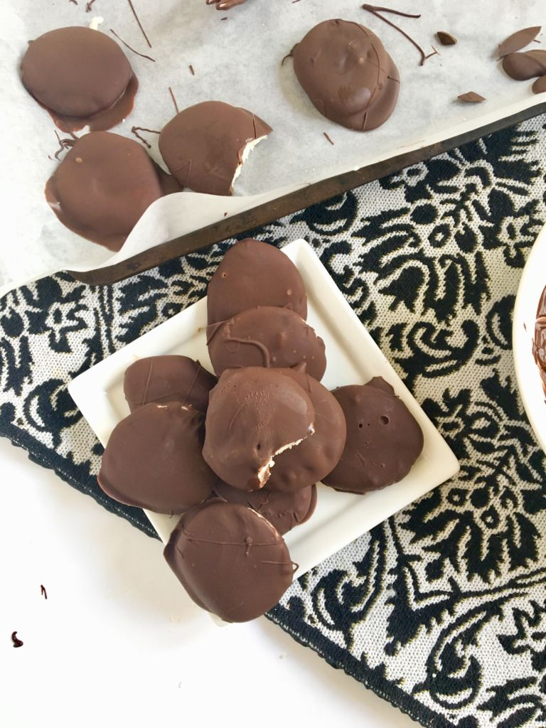 Homemade Vegan Peppermint Patties with almond milk Bailey's - an easy no-bake treat! // plantpowercouple.com