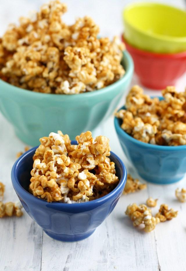 Vegan Caramel Corn by The Pretty Bee // 10 Classic Ballpark Recipes Made Vegan