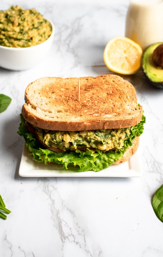 This avocado chickpea spinach mash is an easy + healthy veganl lunch recipe that you can make ahead of time! Gluten-free and oil-free options. #vegan #plantbased #veganlunch #sandwich #chickpeas // plantpowercouple.com