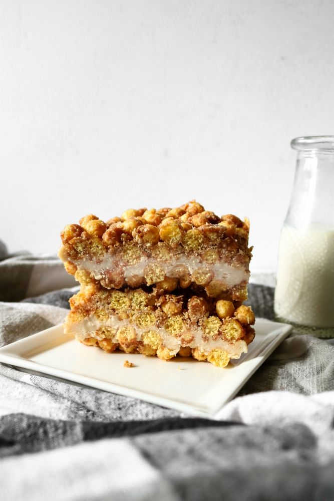 These vegan milk and cereal bars are a copycat version of the bars I grew up loving...made dairy-free and healthy-er! No-bake, freezer-friendly #vegan #snack or #breakfast! // plantpowercouple.com