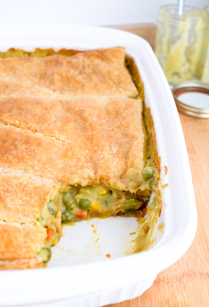 This vegan pot pie casserole is a quick, easy, and delicisously vegan version of the chicken pie I fell in love with in London back in the 90s. Made with tremendously simple and easily found ingredients, the hardest part of this dish is waiting for it to be done cooking! #vegan #vegetarian #vegandinner #potpie #soycurls #veganrecipes // plantpowercouple.com