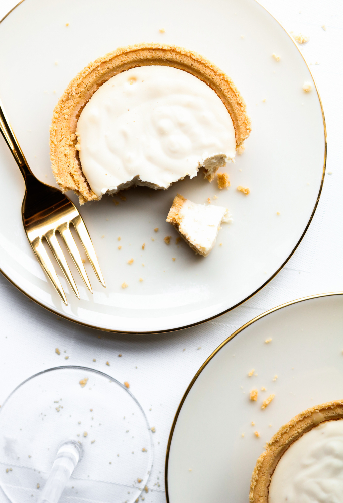 This easy vegan champagne cheesecake recipe is the perfect way to celebrate! Made with 7 simple ingredients, these tofu-based desserts combine the classic flavor of cheesecake with the celebratory spirit of champagne so perfectly I could cry! #vegan #cheesecake #dairyfree #tofu // plantpowercouple.com