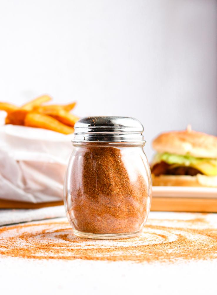 This Copycat Red Robin Seasoning is a heavenly seasoned salt that's incredible on everything from fried or roasted potatoes to veggie burgers + tacos. #vegan #seasoning #salt #paprika #recipe // plantpowercouple.com